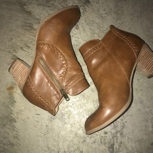 Report Leather Ankle Boots